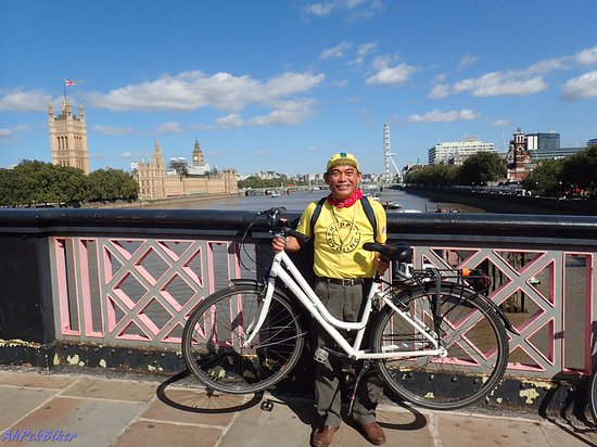 Cycle Tours of London: Great view of Big Ben, Parliament House & the London Eye from Lambeth Bridge.