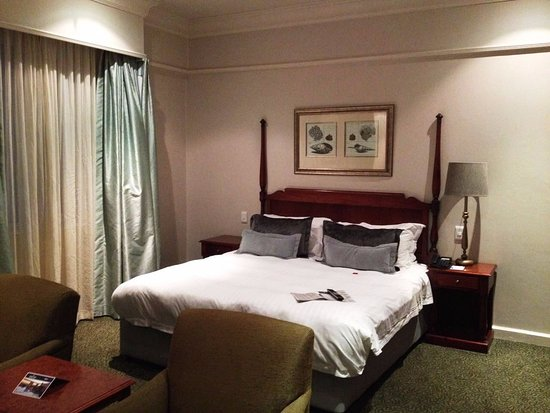 Protea Hotel by Marriott Durban Edward: President Suite.