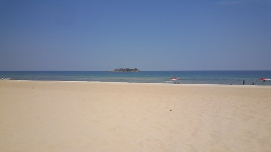 Nkhata Bay, Malawi: This is the awesome view of Lake Malawi just a few minutes away by car!