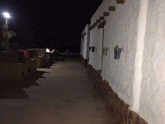 Los Albaricoques, Espagne : Zona za barbacoas bien iluminada.