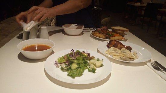 Caravel Hotel: Ужин в отеле