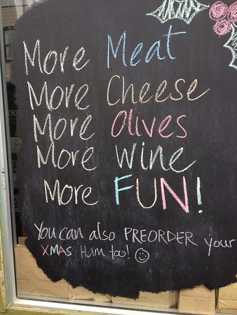 Petone, New Zealand: Best cheese,wine,charcuterie,olives and Reubens !