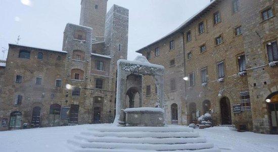 Residenza d'Epoca Palazzo Buonaccorsi: San Gimignano with snow in february