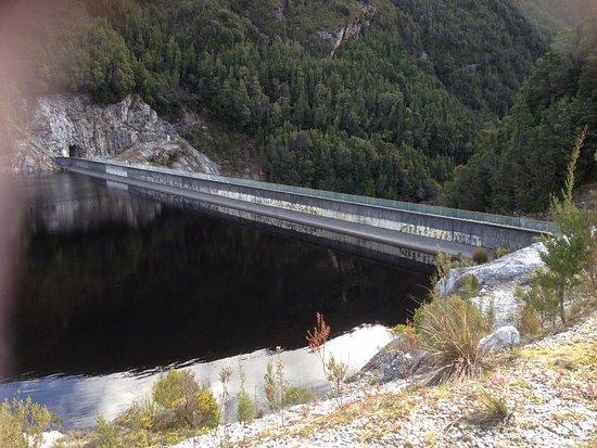 Strathgordon, Австралия: The dam wall