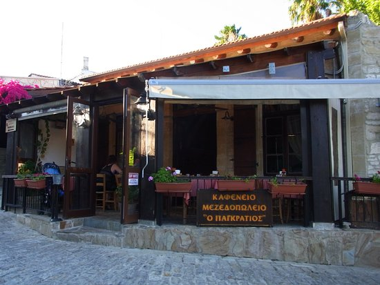 Miliou, Chipre: Pangratios restaurant - street view