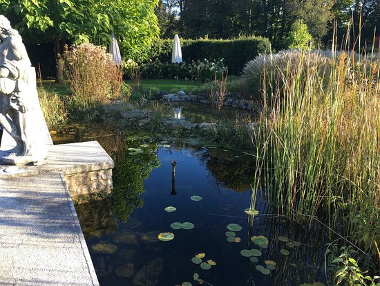 Port-Lesney, Francia: Herbstwochenende mit Freunden im Château Germigney