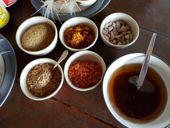 Saraphi, Tayland: Ingredients