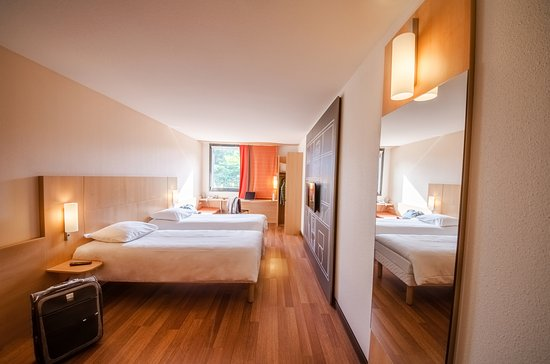 Ibis sarlat hotel sarlat la can da france voir les for Prix chambre hotel ibis