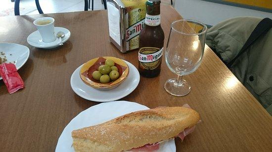 Fromagerie Les Valls: Desayuno