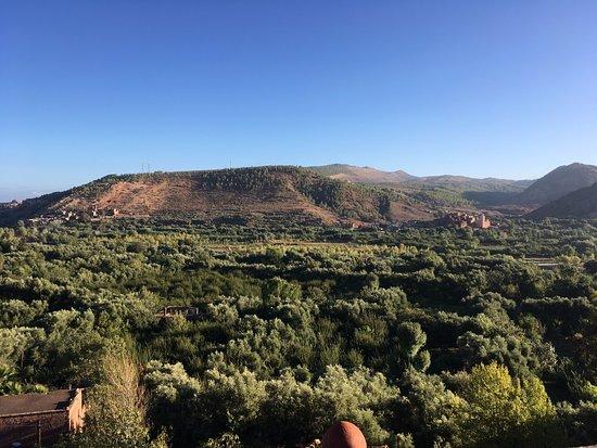 Marrakech-Tensift-El Haouz Region, โมร็อกโก: The view while climbing Atlas