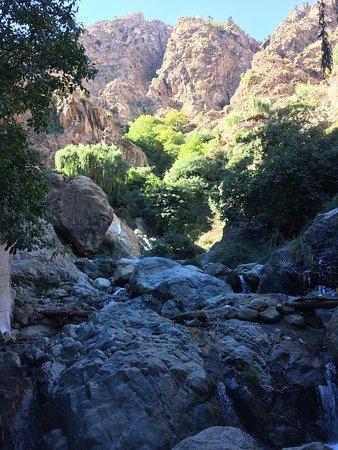 Marrakech-Tensift-El Haouz Region, Marokko: Climbing to see waterfalls