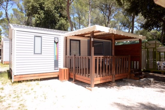 "Camping Les Grands Pins: Mobil home ""AZUR"" spacieux"