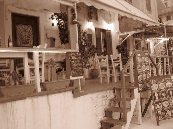 Diafani, Grecia: balconata sul mare