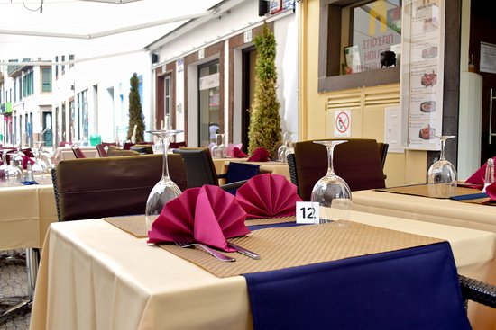 Indian House Restaurant: Mesa exterior (n.º 12) / Exterior Table (no. 12)