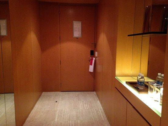 Grand Hyatt Sao Paulo: Apple iPhone 5c_S23_large.jpg