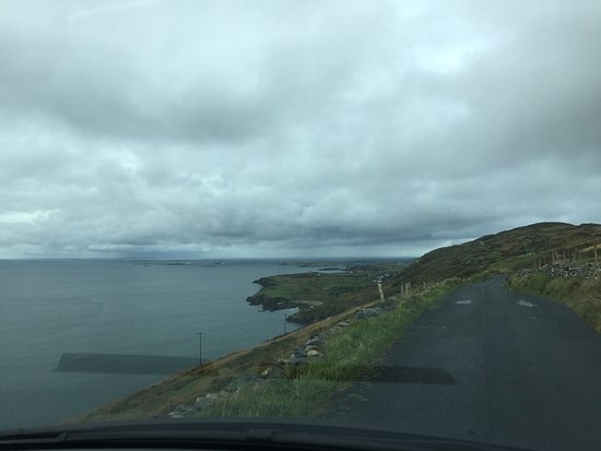 Clifden, Ιρλανδία: view from the car ... not possible to stop due to very tiny road