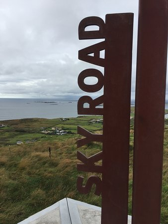 Clifden, Ιρλανδία: the sky road ... indeed