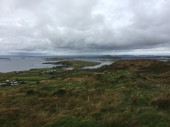 Clifden, Ιρλανδία: view on the bay