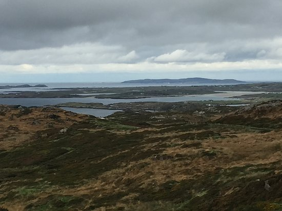 Clifden, Irland: view from the sky road
