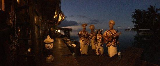 Haapiti, Polinesia Francesa: Lisa's 50th Birthday Musicians & Dancer