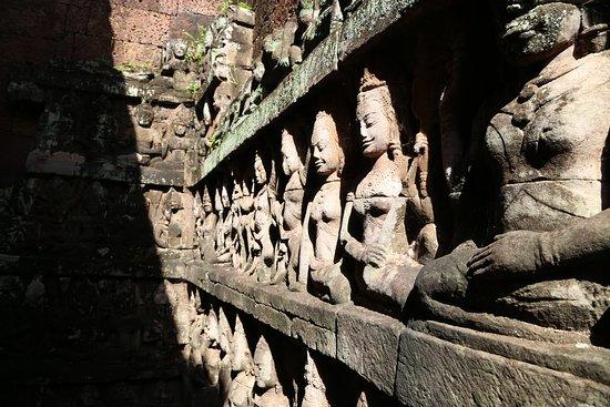 Angkor Wat: Стены лабиринта