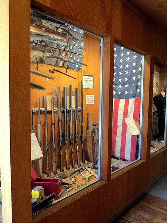 Laws Railroad Museum: Collection of antique firearms