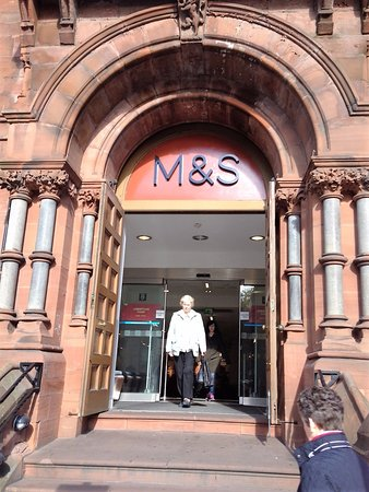 Marks and Spencers Cafe: Main entrance to M&S Belfast City Centre