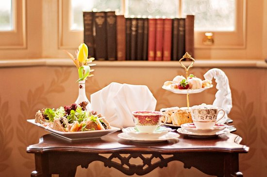 Barnby Moor, UK: Afternoon Tea on Vintage China - real fires on dull days!