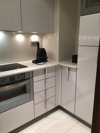 Suites Avenue: kitchen