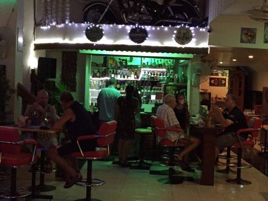 Cha-Am Pub : Bar Time