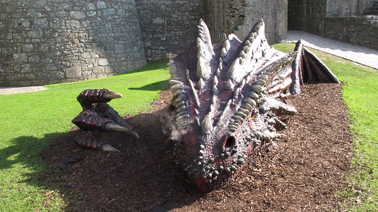 Harlech, UK: There's a sleeping dragon in the middle of the castle green