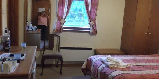 Garve, UK: Our twin en-suite.