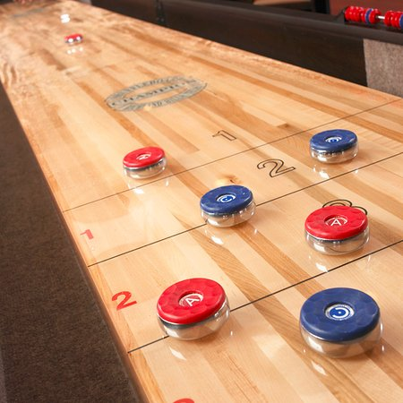Ann Arbor Regent Hotel & Suites: Tabletop Shuffleboard