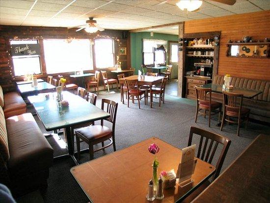 Bright Morning Breakfast: Cozy dining room