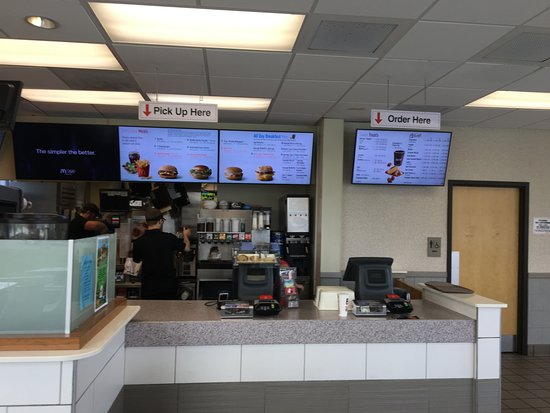Gouldsboro, Πενσυλβάνια: McDonald's - inside counter