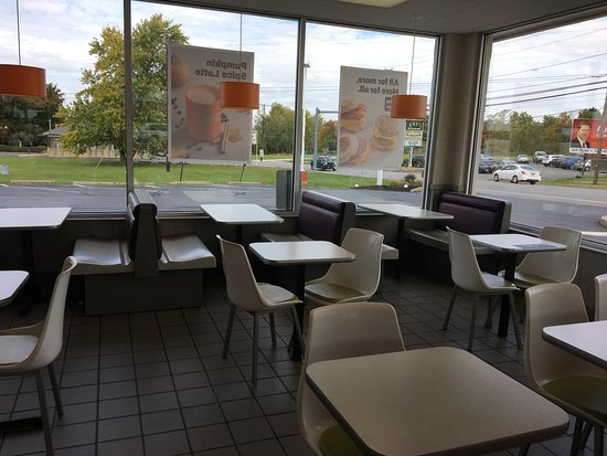 Gouldsboro, Πενσυλβάνια: McDonald's - table seating