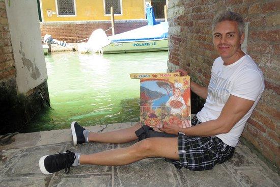 Pizza Al Volo : nos comimos la pizza en un callejón que da a un canal