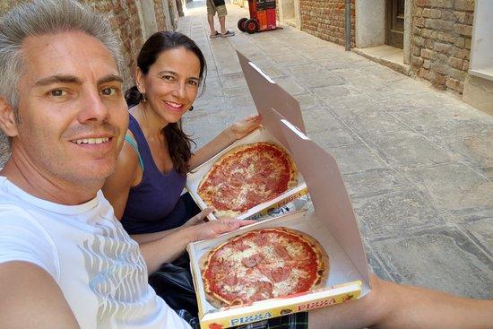 Pizza Al Volo : Rica y muy barata las pizzas con cartón incluido para llevar