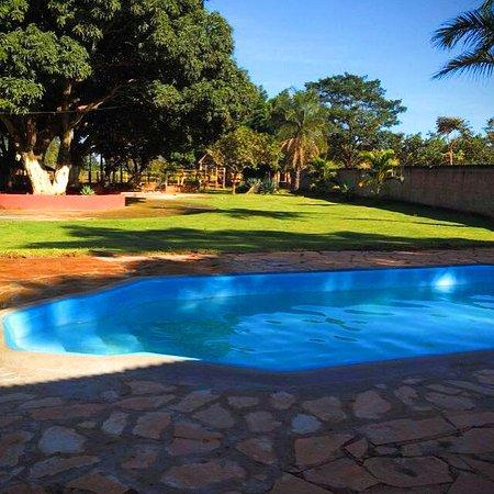 Temos piscina sem cobrança de taxa e entrada franca!
