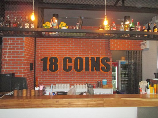 18 Coins Restaurant: Restaurant counter