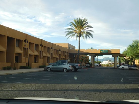 Stay Tucson Inn and Suites: Front door