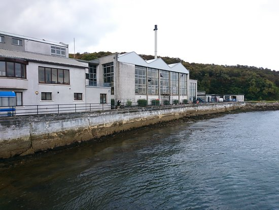 Port Askaig, UK: Distillery