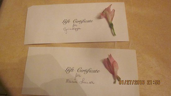 Le Montmartre: gift certificates that I bought from them, I trusted them. not worthy for food, service, washroo