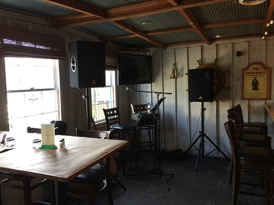 Beaufort, Carolina del Norte: Live music area on bar side