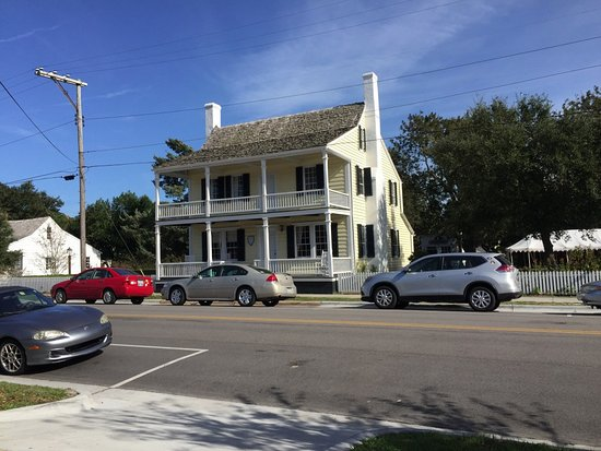 Beaufort, Carolina del Norte: View from sidewalk tables