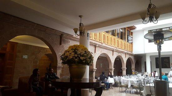 Terra Andina Hotel: Patio interno com restaurante