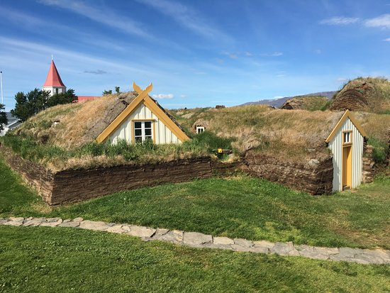 Varmahlid, Исландия: View of the sod houses