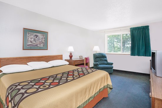 Glens Falls, NY: 1 King Bed room