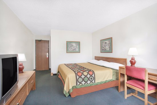 Glens Falls, NY: 1 King Bed room