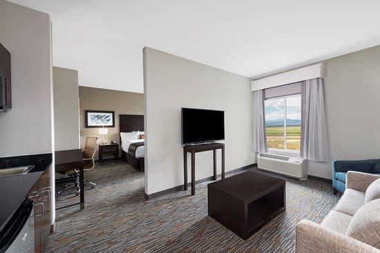 Loveland, CO: Living Area - King Suite